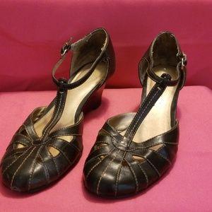 Naturalizer black t-strap shoes/sandals